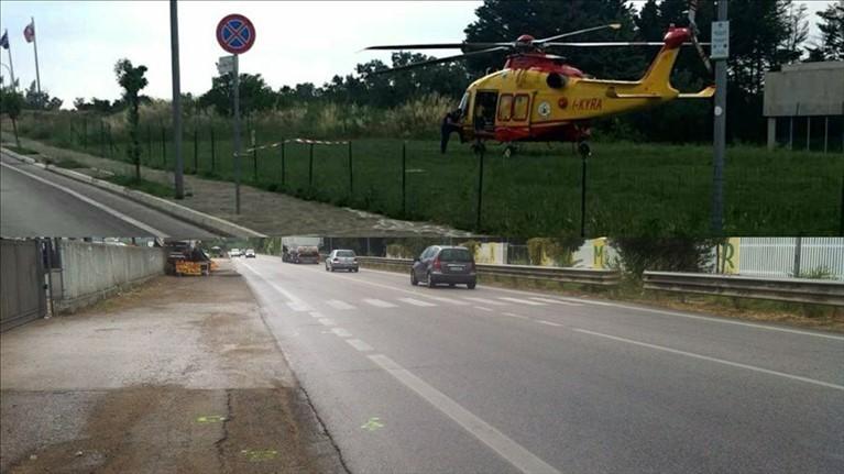 Investito in sella alla sua bici, 87enne trasferito d'urgenza in elicottero all'ospedale di Chieti