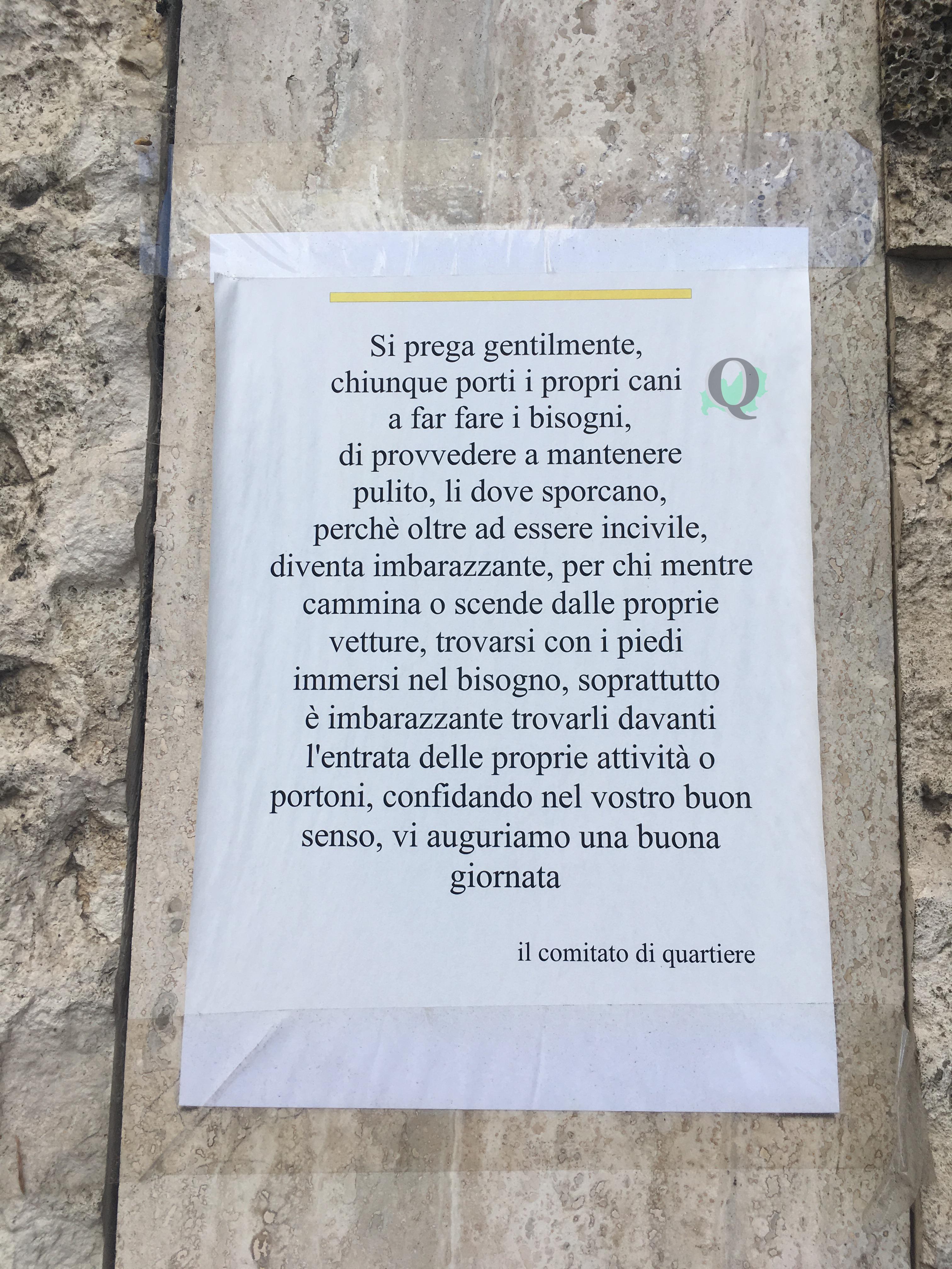 Deiezioni canine non raccolte, inciviltà lungo via Mons. Bologna (LA SEGNALAZIONE)
