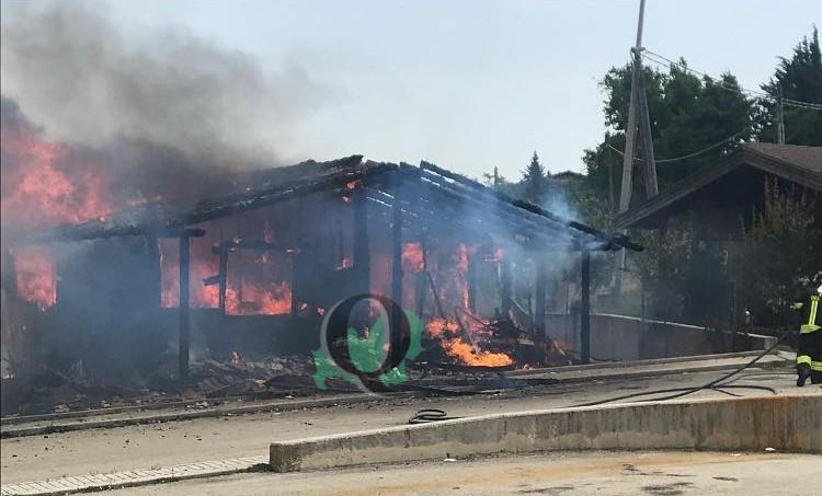 Casa in fiamme, tanta paura per una famiglia con 5 bambini (FOTO)