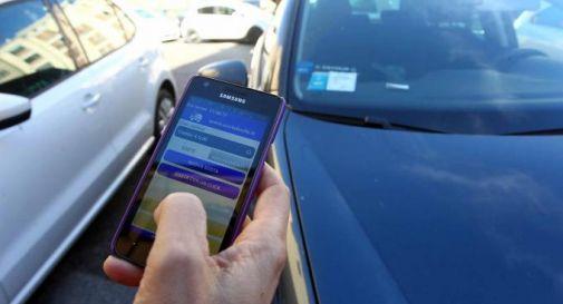 Ticket pagati con il telefonino ma vigili senza dati: esplode il caos multe