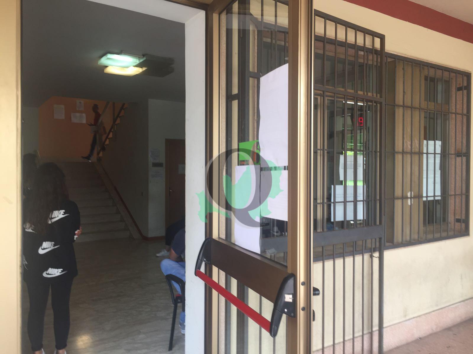 Campobasso, file interminabili e ore d'attesa al Centro per l'impiego
