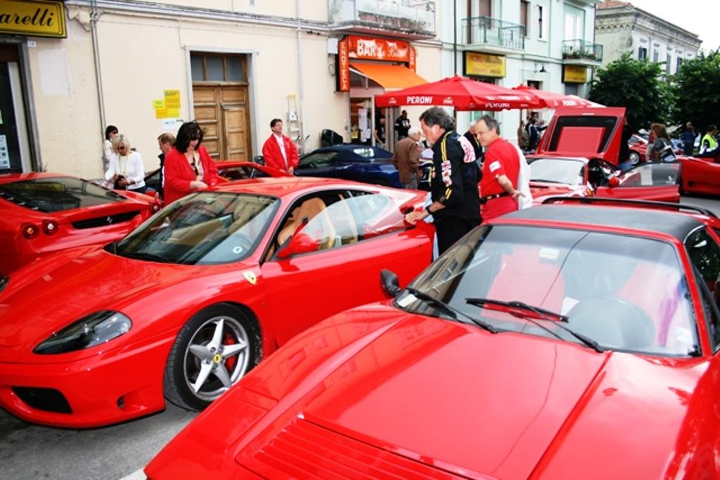Il 22 arrivano le 'Rosse', a Castel del Giudice il primo raduno di Ferrari