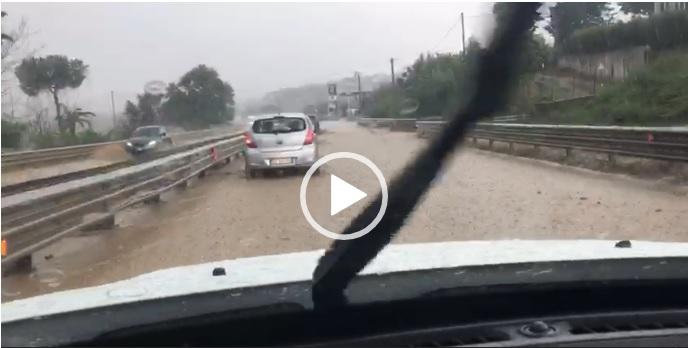 Nubifragio a Termoli, strade allagate e forti disagi (VIDEO)