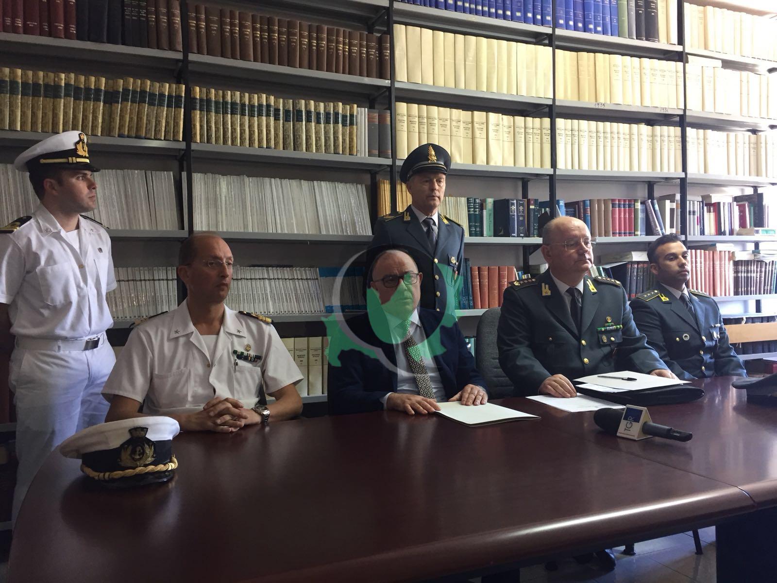 Fa sparire una multa da 25mila euro, arrestato sottoufficiale della Capitaneria