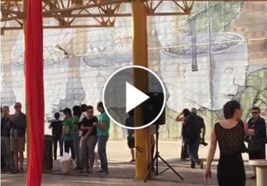 La danza al terminal, l'esibizione fa il giro del web (VIDEO)