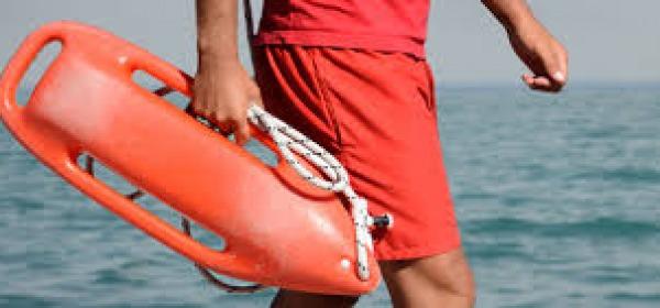 Licata. Rischiano di annegare in mare, salvate da un bagnino
