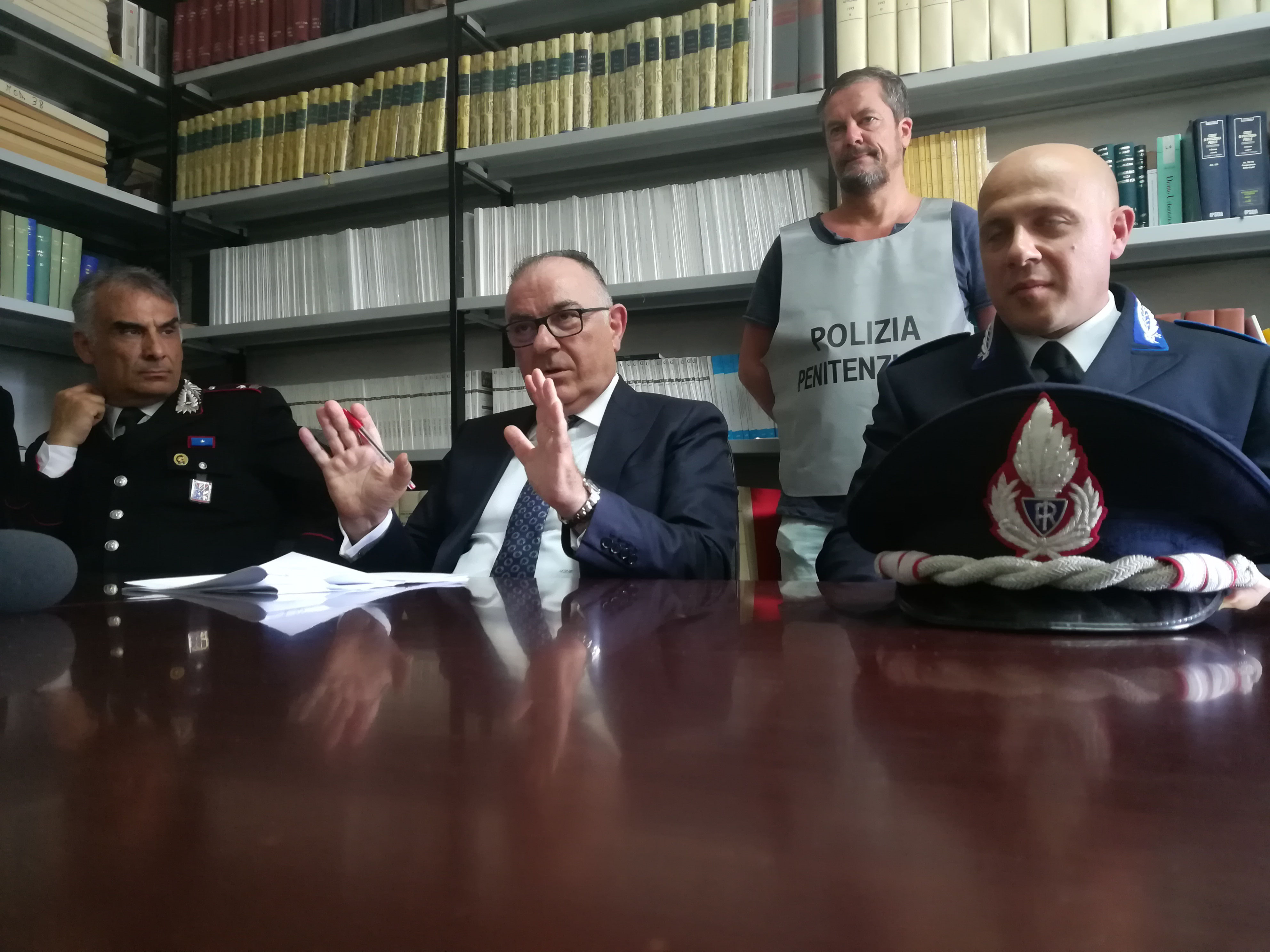 Droga in carcere nei deodoranti, arrestati due dipendenti della cooperativa (I DETTAGLI)