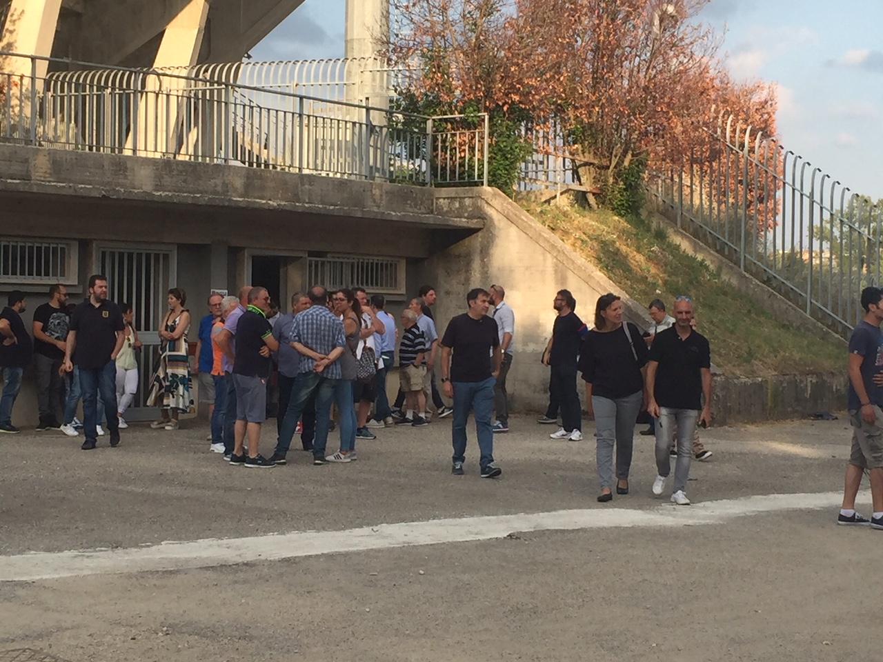 Lupi, la tifoseria organizzata si mobilita per il salvataggio