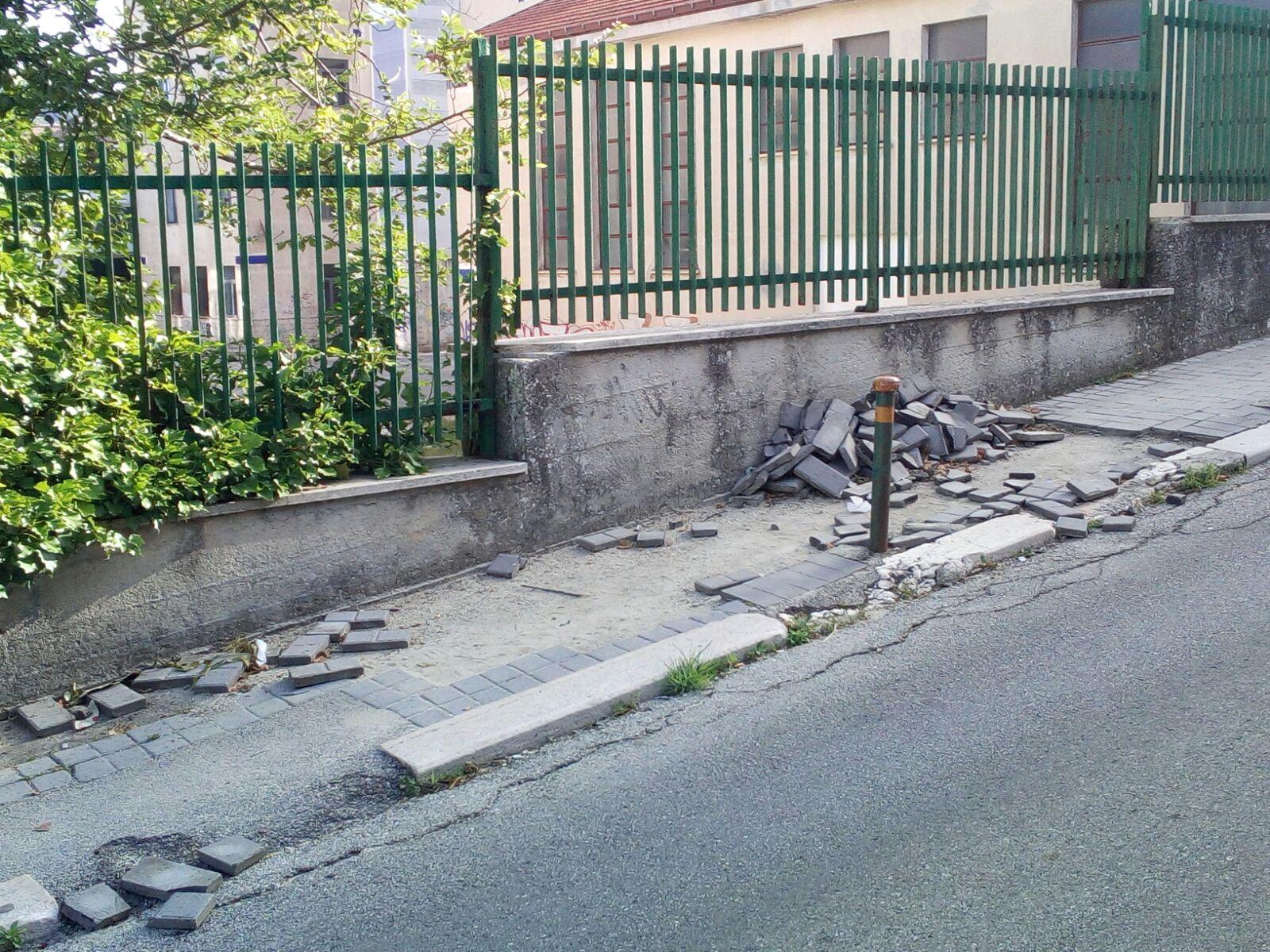 Marciapiedi divelti e impraticabili a Via Gorizia (LA SEGNALAZIONE)