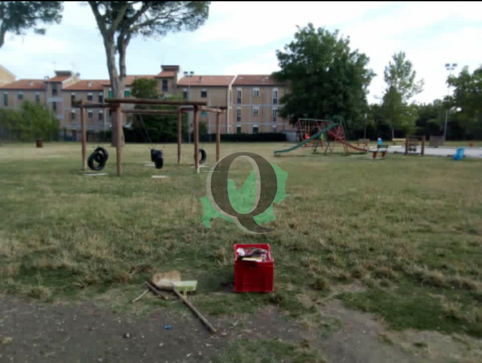 Parco della Memoria, le volontarie della zona ripuliscono Largo XXVII Gennaio