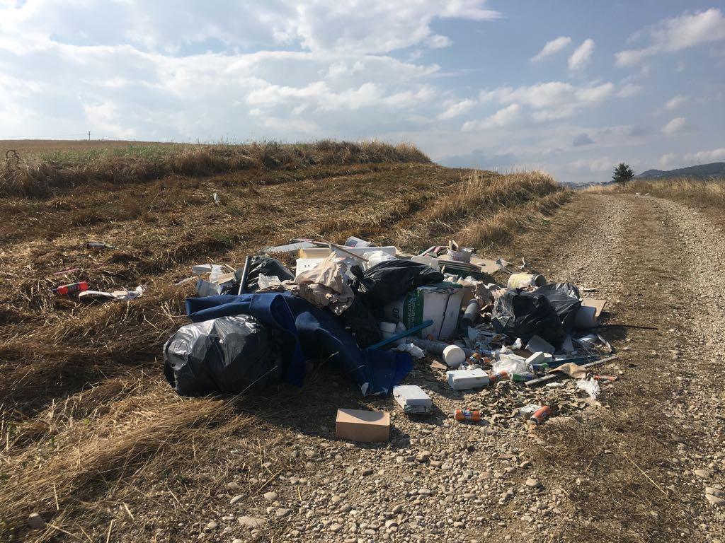 Abbandono di rifiuti, scoperta una discarica