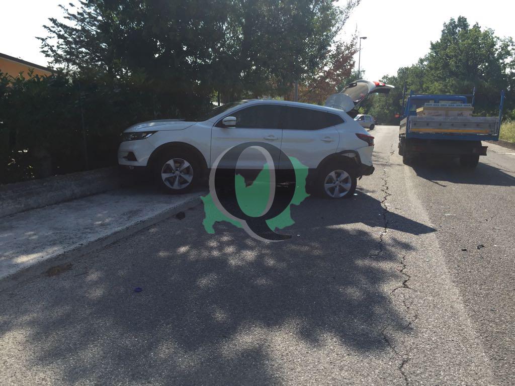 Scontro tra due auto in contrada Mascione, tanta paura ma nessun ferito (FOTO)