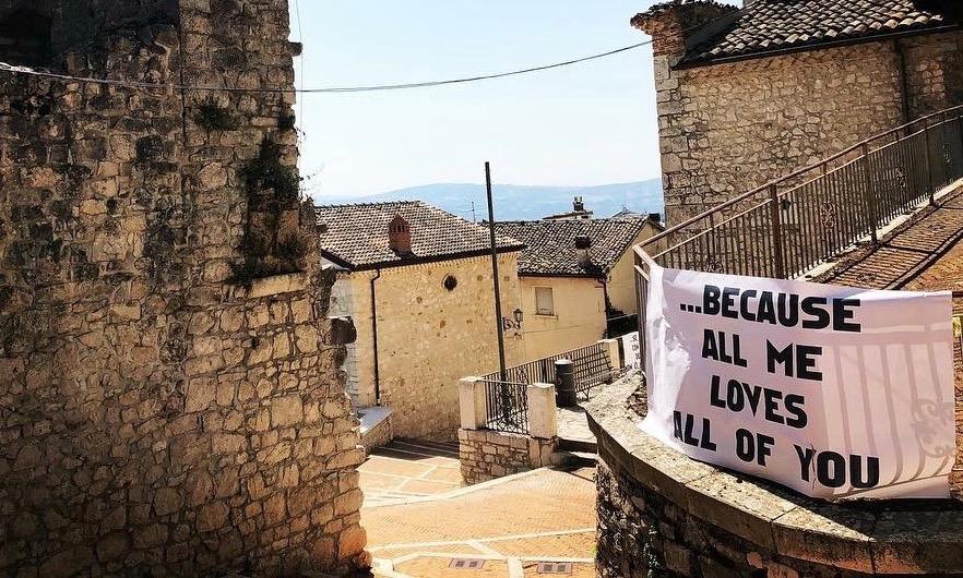 Campobasso in love, al centro storico uno striscione con una 'Delicata' dichiarazione d'amore