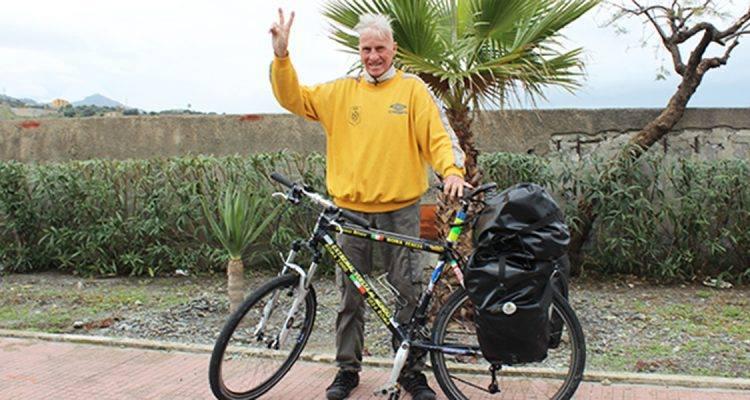 Il giro del mondo in bici a 81 anni, Janus River ha fatto tappa a Petacciato