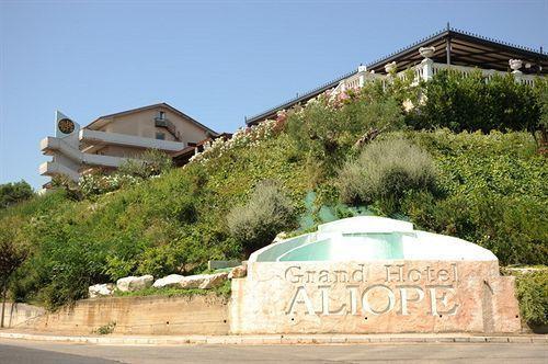 Guglionesi dice no al centro migranti nell'ex hotel Aljope