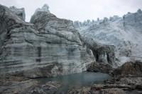 Grønland har utallige store og små søer, og mange af dem er vandfyldte sprækkedale