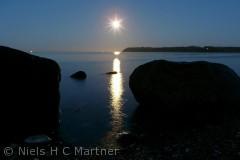 Månen skinner på Lillebælt. Strib Nordstrand 2011