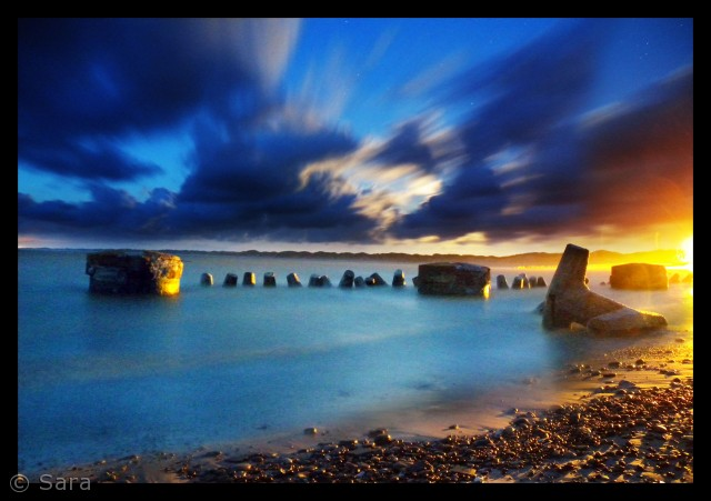 De lyse nætter og skumringen i Vorupør ved vesterhavet i Thy foreviget. Det bliver et skønt minde om sommerens skønne milde, når de lange vinteraftener kommer.   Sara Sandahl saravinder@hotmail.com