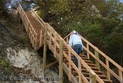trappen på Møns Klint er usædvanelig lang. Hvor mange trin mon der er? Prøv selv at tælle næste gang du kommer til Møns Klint.