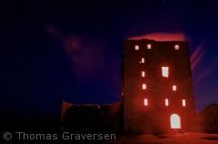 Billedet er taget under en guidet rundvisning på Hammershus. Vores guide slutter af med at tænde et nødblus inde i bygningen.  Fotograf: Thomas Graversen  tgraversen36@gmail.com