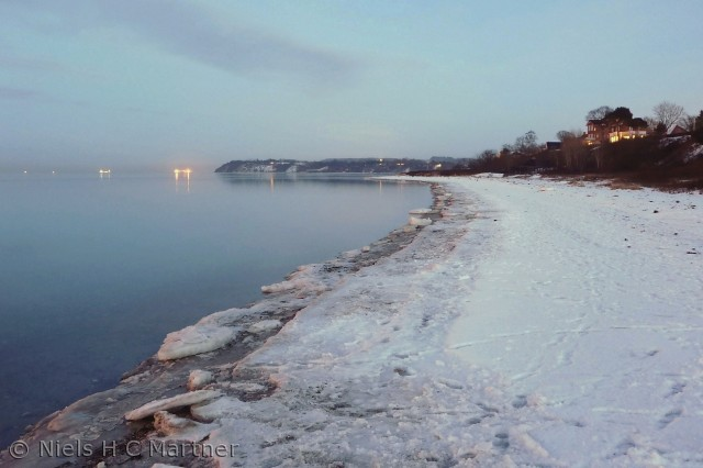 Vinter ved Strib Nordstrand. Billedet er taget sidst på dagen.