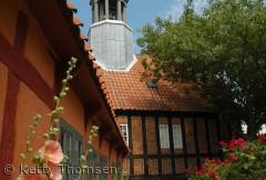 Det gamle rådhus i Ebeltoft, er utrolig flot set fra museets have.