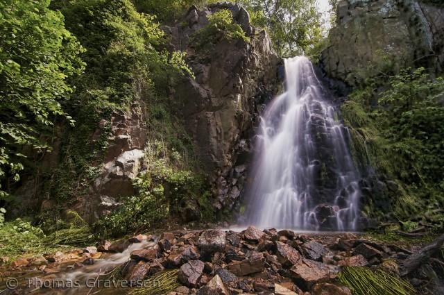 Mellem Vang og Hammershus på de små stier, kommer man forbi dette vandfald.  Der er altid smukt, uanset hvilken årstid man kommer forbi.  Fotograf: Thomas Graversen  tgraversen36@gmail.com