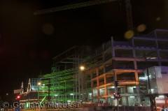 Om natten, selve byggearbejdet på Københavns Rådhusplads kan være farverigt og semningsfuld.