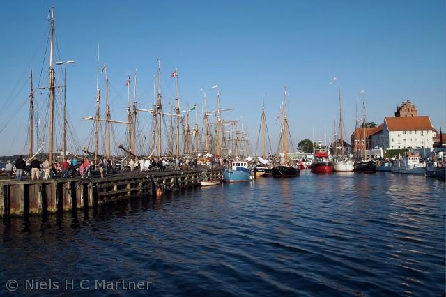 De gamle træskibe samlet i Middelfart havn, sommeren 2012.