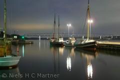 Billedet er taget på Middelfart havn en stille aften i Januar 2012