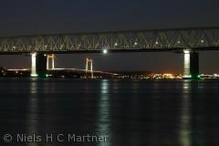 Den gamle og den nye Lillebæltsbro fotograferet om aftnen.