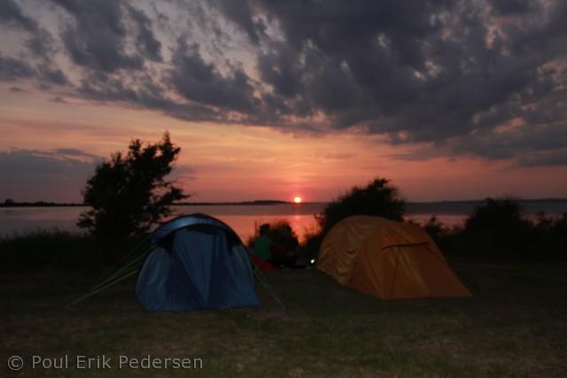 solnedgang over havkajaklejren på gl.Havn på Drejø sommeren 2012 i det sydfynske Ø-hav