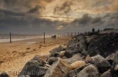Hjerting strand sankt hans aften med en smuk solnedgang.