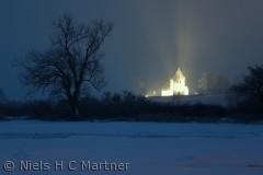 Kirken ved Føns, fotograferet i frostvejr en aften i Februar.