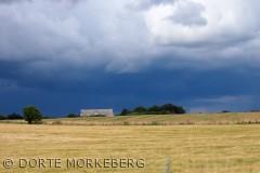 Billdet er taget på Hindsholmvej ud mod Messinge. Og skyerne lægger an til en mega regnbyge , taget midt i juli 2012