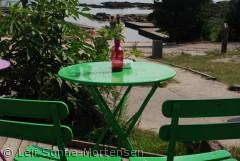 Cafe Øst for Paradis ved Hullehavnen i Svankene. Hyggeligt sted med udsigt over havet i solen