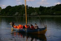 Børn på sejltur i en af Vikingeskibs Museets både, Kattinge Vig, Roskilde