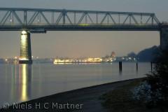 Den gamle Lillebæltsbro med Middelfart i baggrunden. December 2011.