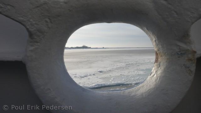 Billedet er taget fra Drejø-Skarøfærgen under havissejlads ud fra Skarøs østlige hjørne.