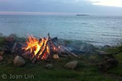 Sankt Hans på Blushøj med udsigt til øen Hjelm