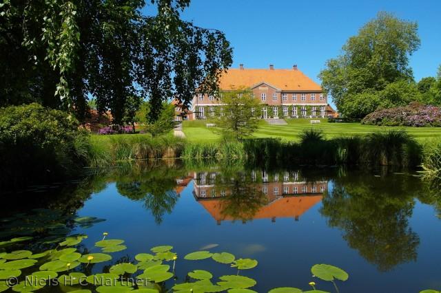 En dejlig sommerdag ved Hindsgavl Slot i Middelfart. Juni 2012