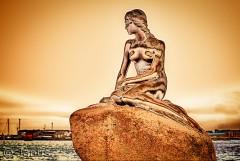 Den lille havfrue er jo nr 1 på tourist destinationen. Hun fortjener en guldmedalje eller rettere at se ud som guld