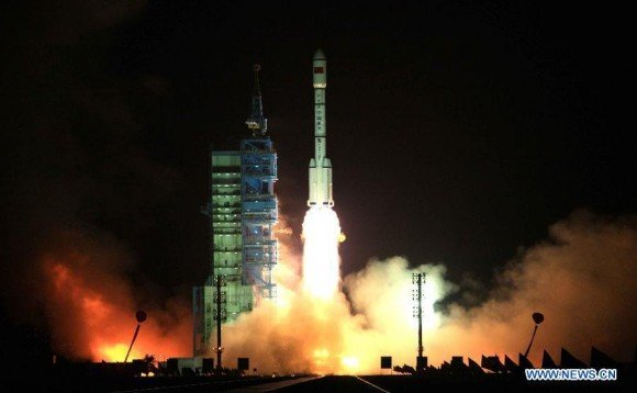 A Long March-2FT1 carrier rocket loaded with Tiangong-1 unmanned space lab module blasts off from the launch pad at the Jiuquan Satellite Launch Center in northwest China's Gansu Province, Sept. 29, 2011. (Xinhua/Wang Jianmin)