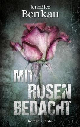 Mit Rosen bedacht