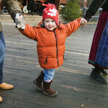 Dans kring granen på Skansen