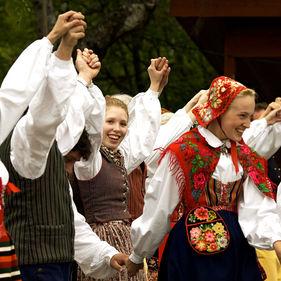 Folkdansa på Skansen