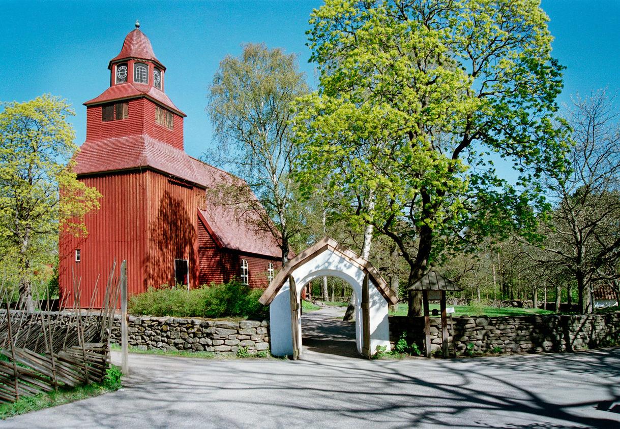 Seglora kyrka exteriört