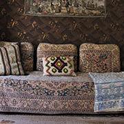 Ottomanen i Järnhandlarens hus. Ottomanen är en kombinerad sitt- och bäddmöbel som var mycket populär på 1930-talet. Kuddar och överkast togs bort när sängen bäddades för natten.