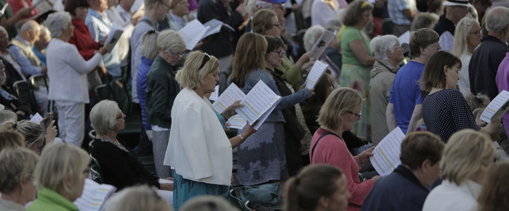 Publik vid Sollidenscenen, Skansen