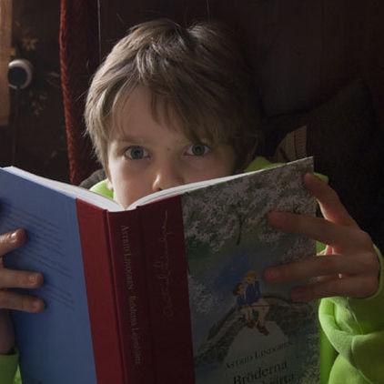 Pojke med bok, Barn och böcker på Skansen